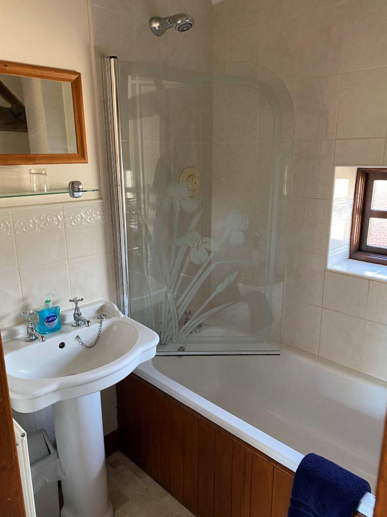 Mill house twin bathroom 1